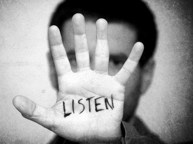 Hand met tekst Listen