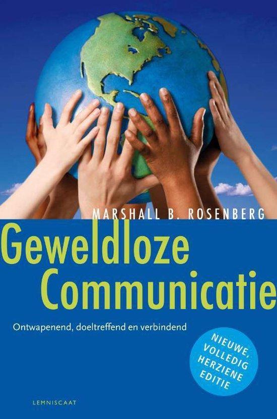Voorkant van het boek over Geweldloze Communicatie door Marshall Rosenberg